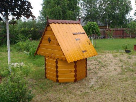 Надколодезный домик